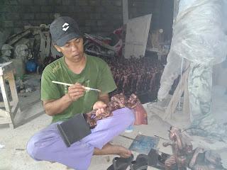 Pembuatan souvenir patung tentara