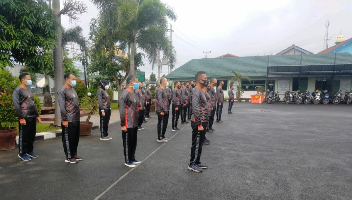 sejumlah personel Kodim 0410KBL melaksanakan kegiatan olahraga.