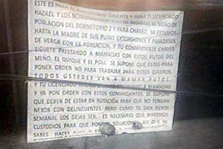 DEJAN 2 CABEZAS HUMANAS y NARCOMENSAJE a JEFE de CUSTODIOS AFUERA de RECLUSORIO ORIENTE de la CDMX