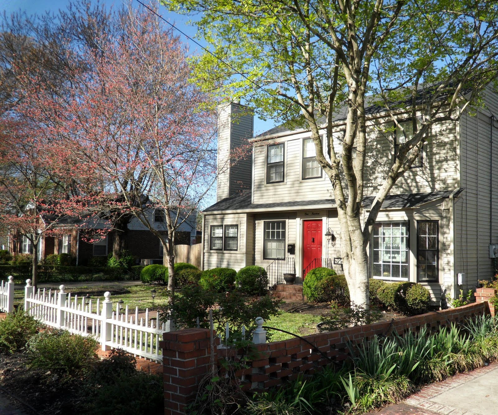 Amyable Gardens: The Front Yards & Porches Of Murfreesboro