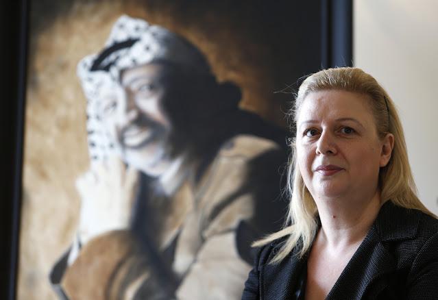 """بعد أن أثارت جدلاً واسعاً.. سهى عرفات توضح تصريحاتها حول تبرئتها لإسرائيل من دم """"أبو عمار"""""""
