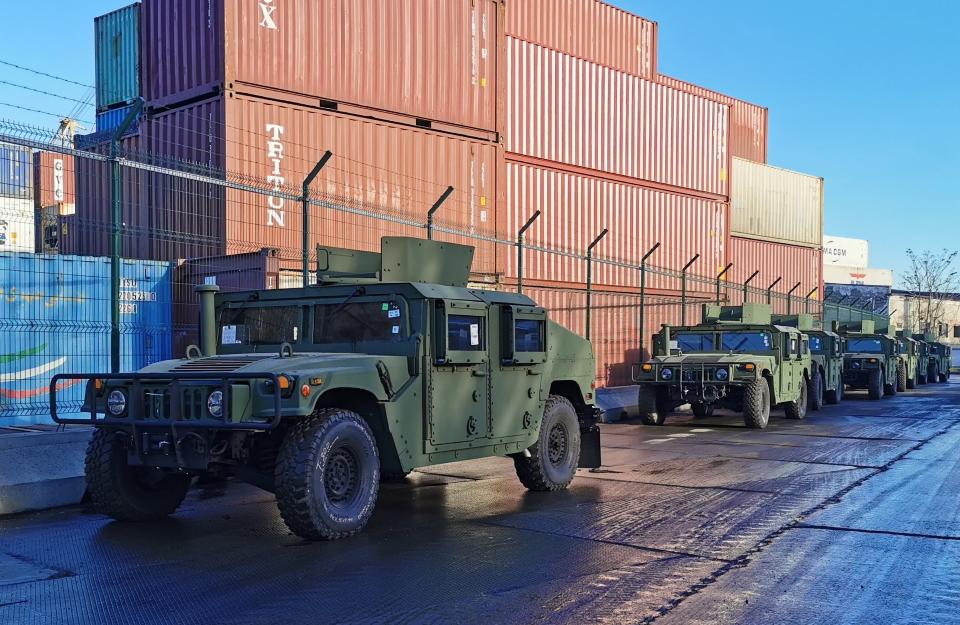 США передали 20 хамерів для ССО та 84 човни для ВМСУ