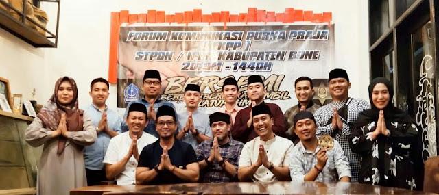 Alumni STPDN/IPDN di Bone Bagi Sembako Sambil Bukber