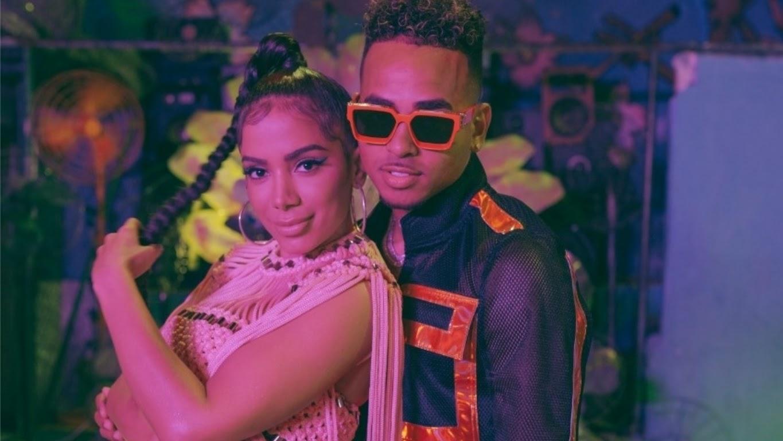 """""""Muito Calor"""" é a mais nova aposta da artista após o disco """"Kisses"""", sucedendo também as parcerias com Luis Fonsi e Madonna."""