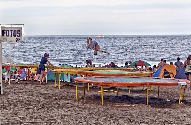 JUegos en la Playa.Camas elásticas.Super salto