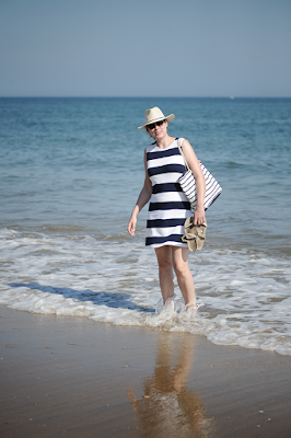 http://seaofteal.blogspot.de/2016/06/bold-stripes-at-beach-burda-style.html