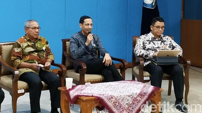 Pantau Dana BOS, Nadiem Minta Sekolah Laporan Online dan Pajang di Mading
