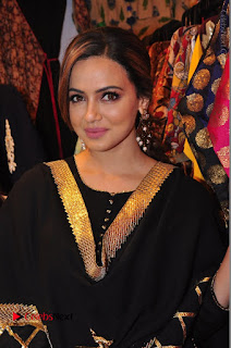 Bollywood Actress Sana Khan Launches Aakrithi Exibition  0127.JPG