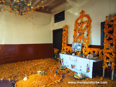 Day of the Dead ofrenda elements