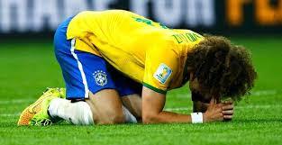 Jogador brasileiro prostrado no gramado do macanã 7 x 1 o sonho do hexa adiado com vexame e humilhação.