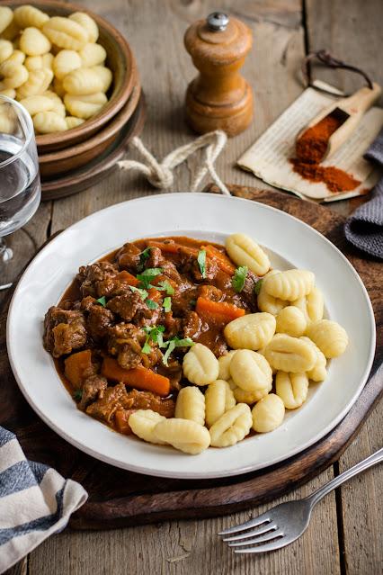 Goulash, ragout de bœuf hongrois au paprika