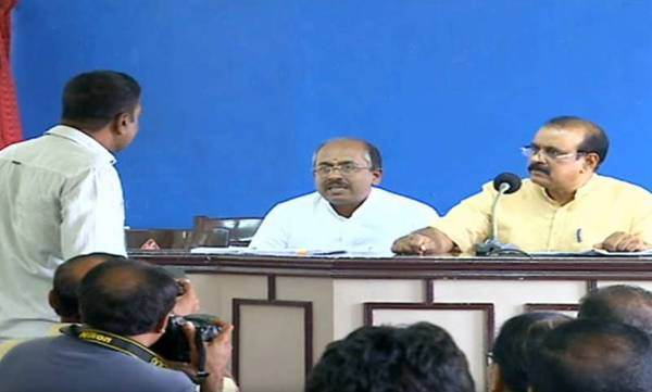 T P Senkumar shout journalist while press meet, Thiruvananthapuram, News, Politics, Controversy, Media, Press meet, Kerala