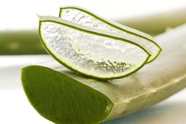 Imagen del cristal de sábila como remedio para hacer crecer el pelo