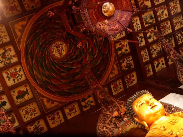 Sobre la cabeza de Buda está el paraíso