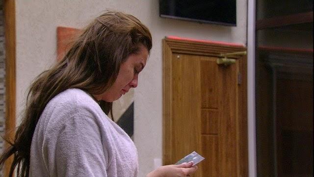 Tamires deixa o BBB15 sim ela está fora do jogo