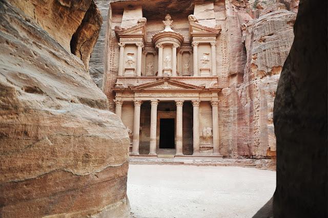 Эль-Хазне - сокровищница древнего города Петра, Иордания