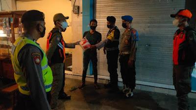 Polsek Ngasem : Operasi Yustisi Gabungan dan Pendistribusian Bantuan Sosial Sembako kepada Warga Terdampak Pandemi Covid-19 serta PPKM