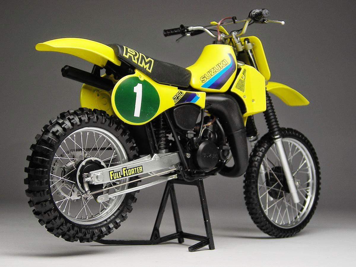 racing scale models suzuki rm 250 1982 by max moto modeling tamiya. Black Bedroom Furniture Sets. Home Design Ideas