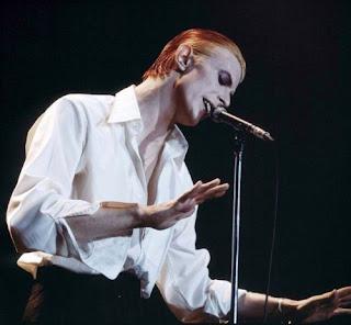 David-Bowie-cabelo-vermelho-e-amarelo-cor-de-fogo