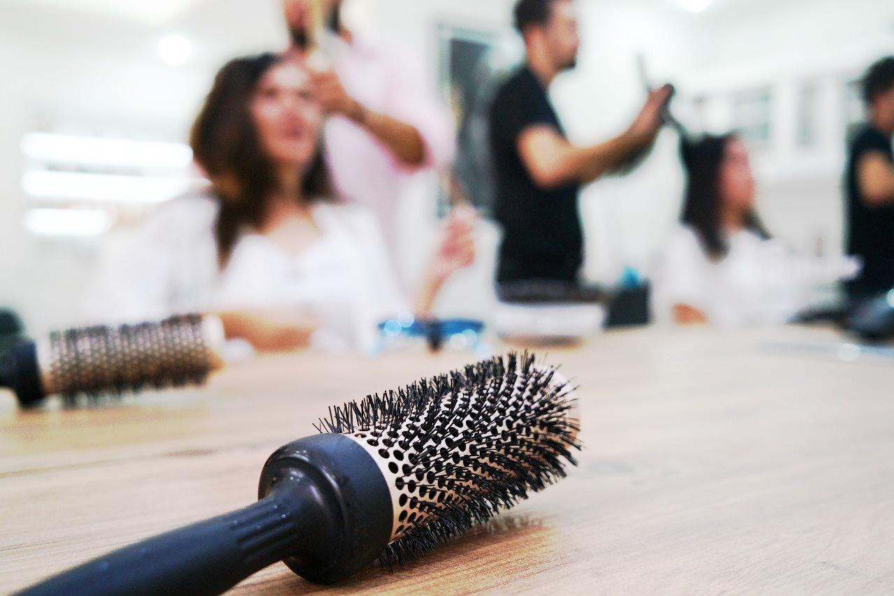 Zastosowanie lakieru do włosów, ciekawe niecodzienne zastosowanie lakieru do włosów.
