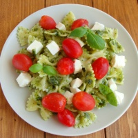 http://smakmojegodomu.blogspot.com/2018/09/makaron-z-migdaowym-pesto-pomidorami-i.html