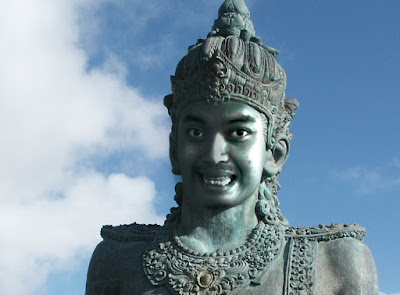 Manipulasi Patung Merubah Wajah Patung Garuda Wisnu Bali