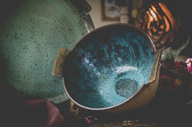Tigela e prato de cerâmica