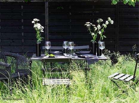 Sommerfeier im Garten mit einer natürlichen Tischdeko