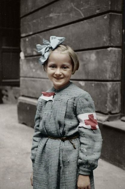 A young nurse during the Warsaw Uprising, Women color photos worldwartwo.filminspector.com