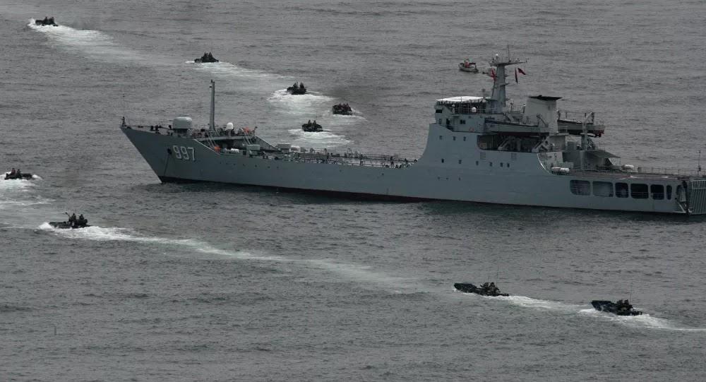 """الجيش الصيني يعلن التحرك بعد """"خطوة استفزازية"""" من مدمرات أمريكية"""