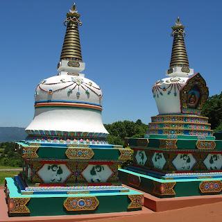 Sinos Gigantes, Templo Tibetano, Três Coroas