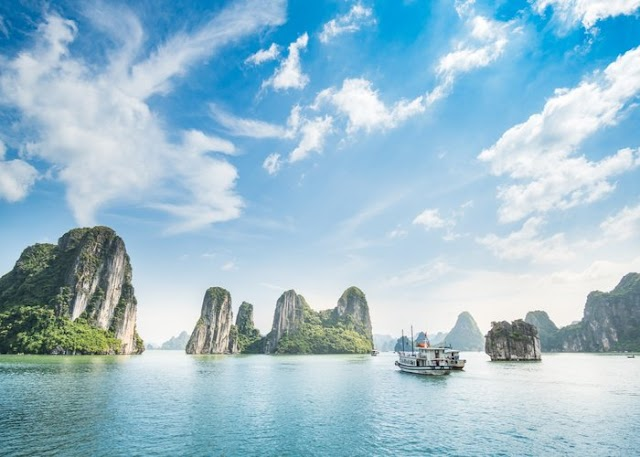 Pause the hike in ticket prices to visit Ha Long Bay