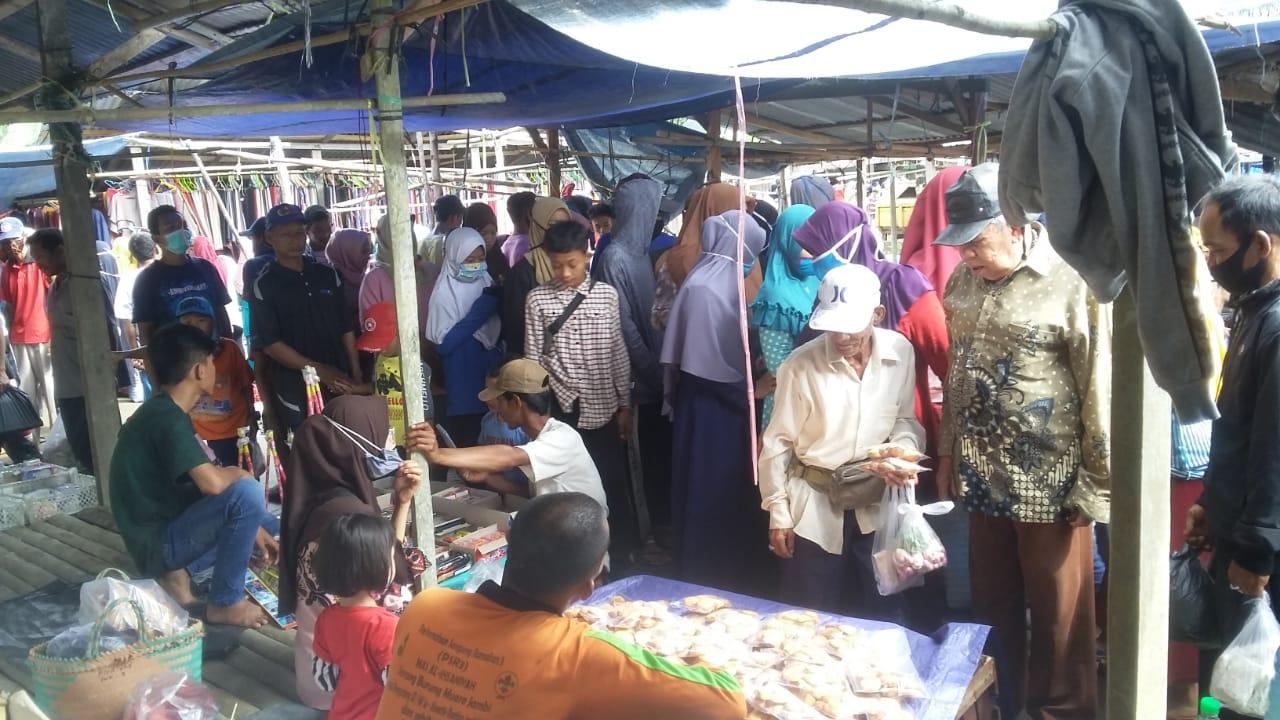 H-6 Idul Fitri, Pasar Kalangan Kuala Jambi Dipadati Pembeli