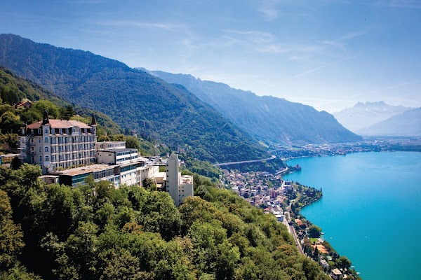 5 motivos por los que estudiar en Les Roches será la mejor decisión para impulsar tu carrera profesional en Hospitalidad y Hotelería