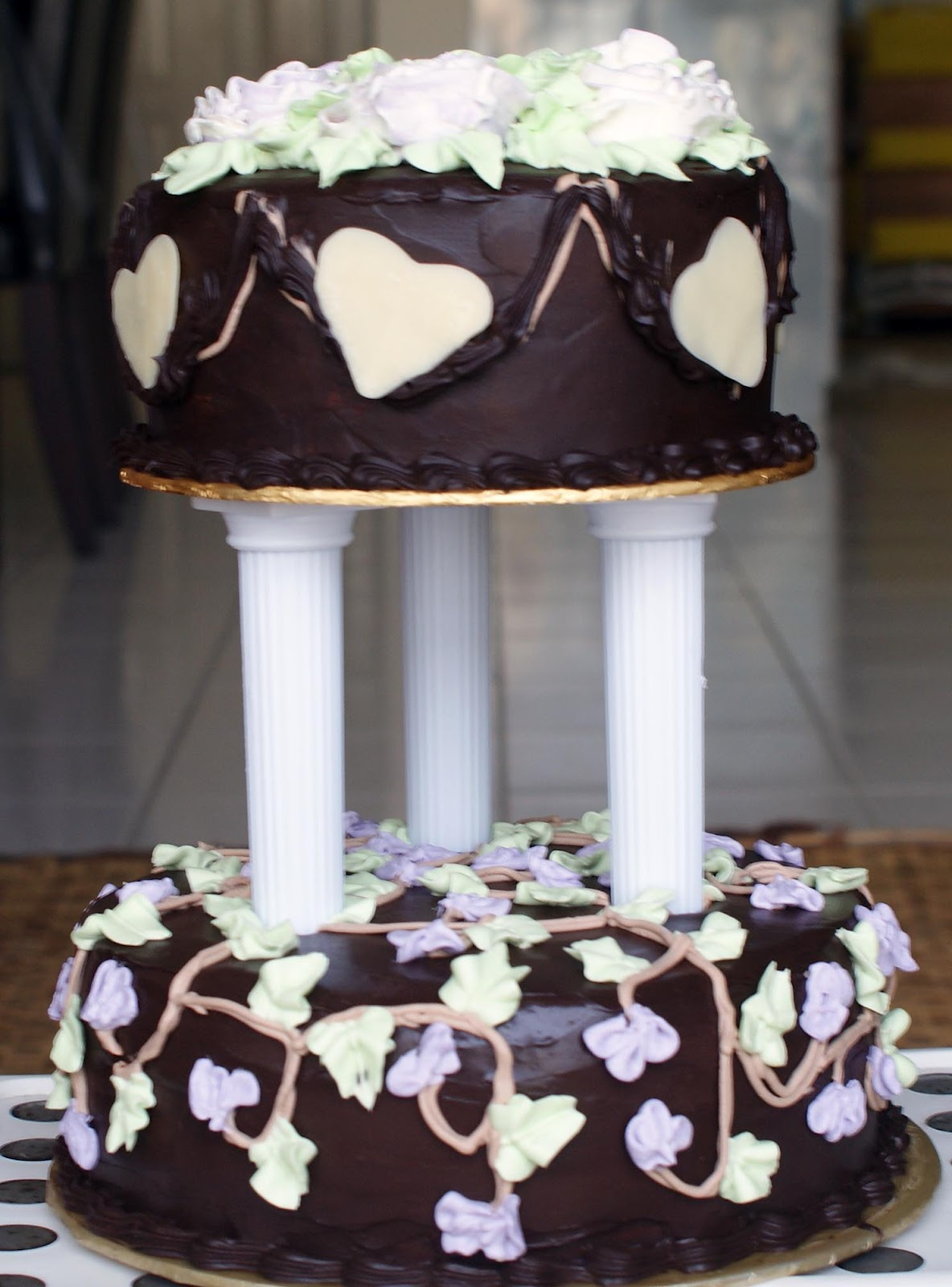 How To Make Tiered Cake With Pillars