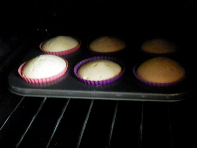 6 vanilla cupcakes ready for frosting