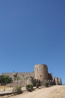 Castillo de Ladrada en moto