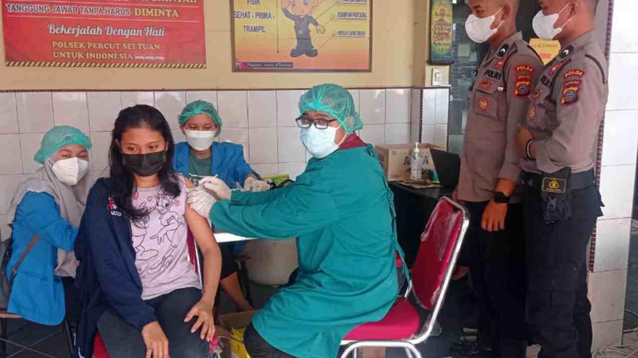 Polsek Percut Sei Tuan Gelar Vaksinasi Untuk Masyarakat Berasal Dari Dua Kecamatan