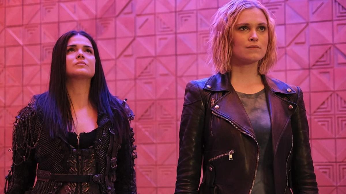 Clarke y Octavia en la séptima temporada de 'The 100'
