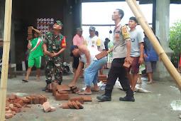 Angin Kencang Tumbangkan Kubah Masjid di Sumbawa.
