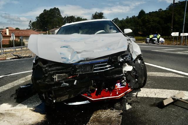 Impactante colisión entre un camión y un coche en la N-550