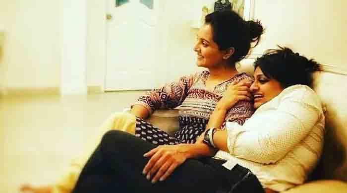 Actress Manju Warrier wishes happy birthday for Geethu Mohandas in Facebook, Kochi, News, Cinema, Actress, Manju Warrier, Director, Birthday Celebration, Kerala
