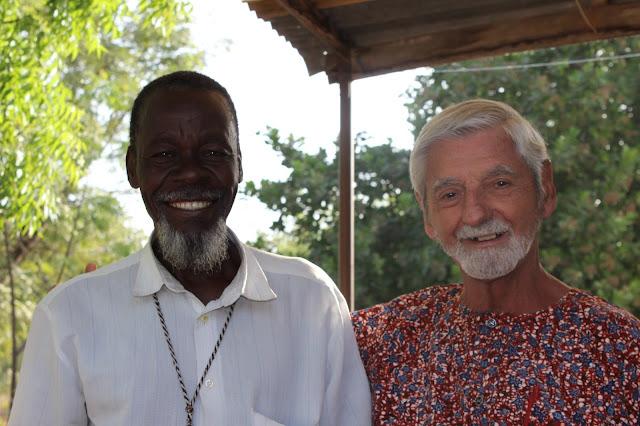 P. Janín con un catequista en Togo
