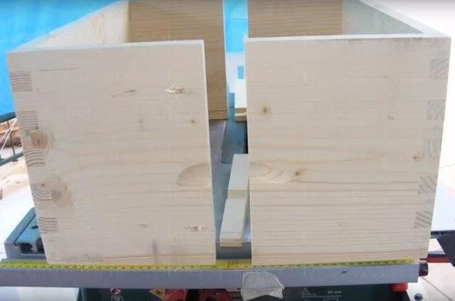 Πάγκος Απολεπισμού Κηρήθρας - Πατέντα μελισσοκόμου (VIDEO)
