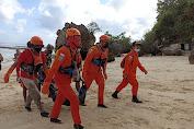 Pengunjung Pantai Dreamland Bali Terseret Arus