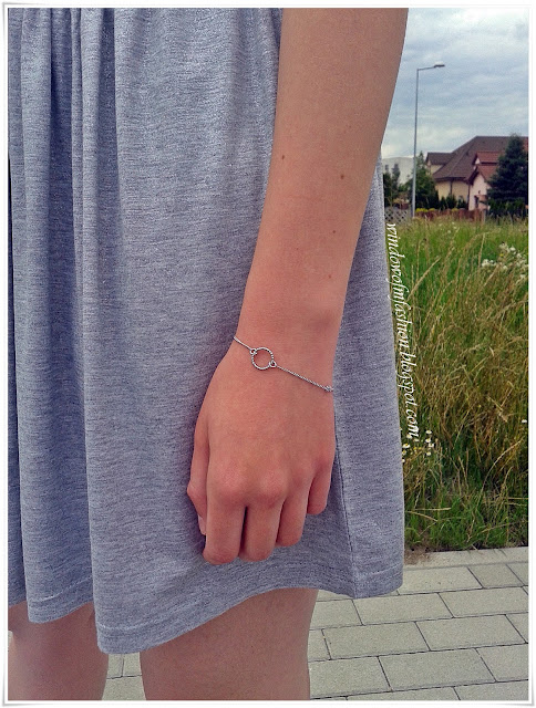 Szaro- srebrna spódniczka, srebrna bransoletka z kółeczkiem