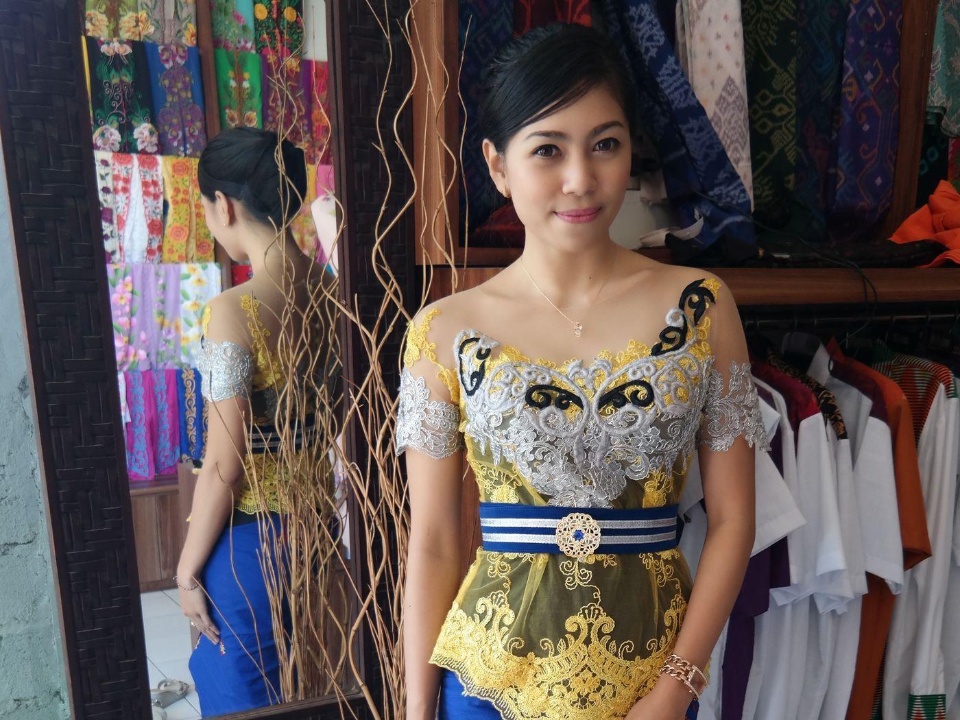 Model Kebaya Bali Modern Untuk Wisuda Terbaru