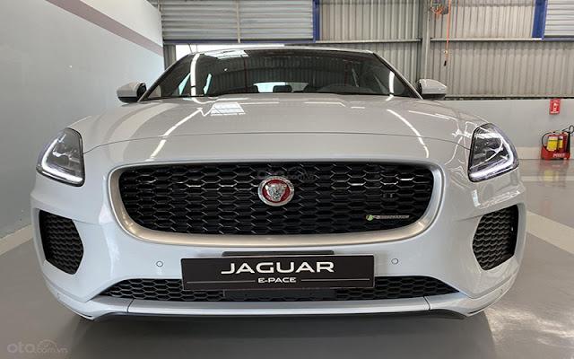 Jaguar E-Pace mang đến thiết kế đầu xe với phong thái quyết đoán không thể nhầm lẫn