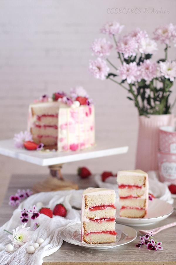 Layer Cake Blanca y Rosa: fresas, agua de azahar y queso. Cookcakes de Ainhoa