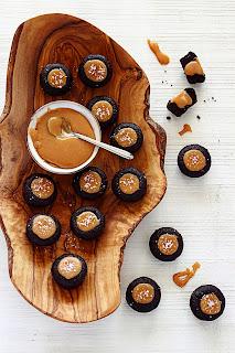 Gezouten karamel brownie bites